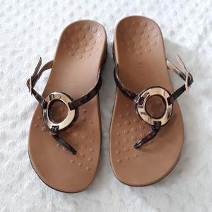 Vionic Karina tortoise thong sandals Size 9